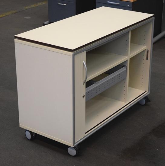 bene nr 513 sideboard auf rollen essener handel. Black Bedroom Furniture Sets. Home Design Ideas